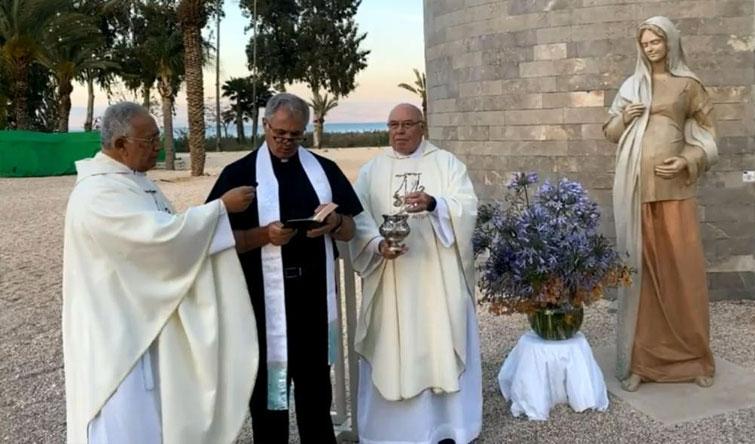 Develan mosaico y escultura mariana en el Magdala Center