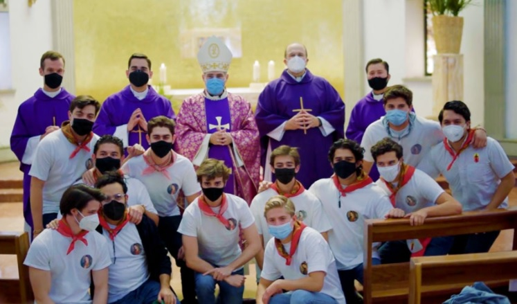 «Queremos llevar un poco de luz y esperanza a las comunidades y a los misioneros» – Las misiones de Semana Santa se adaptaron a la pandemia