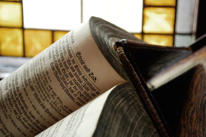 Fotografía por Kroppek_pl en http://pixabay.com/en/book-library-education-knowledge-283250/